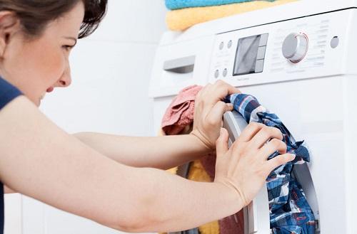 Bí quyết giặt quần áo hiệu quả với máy giặt